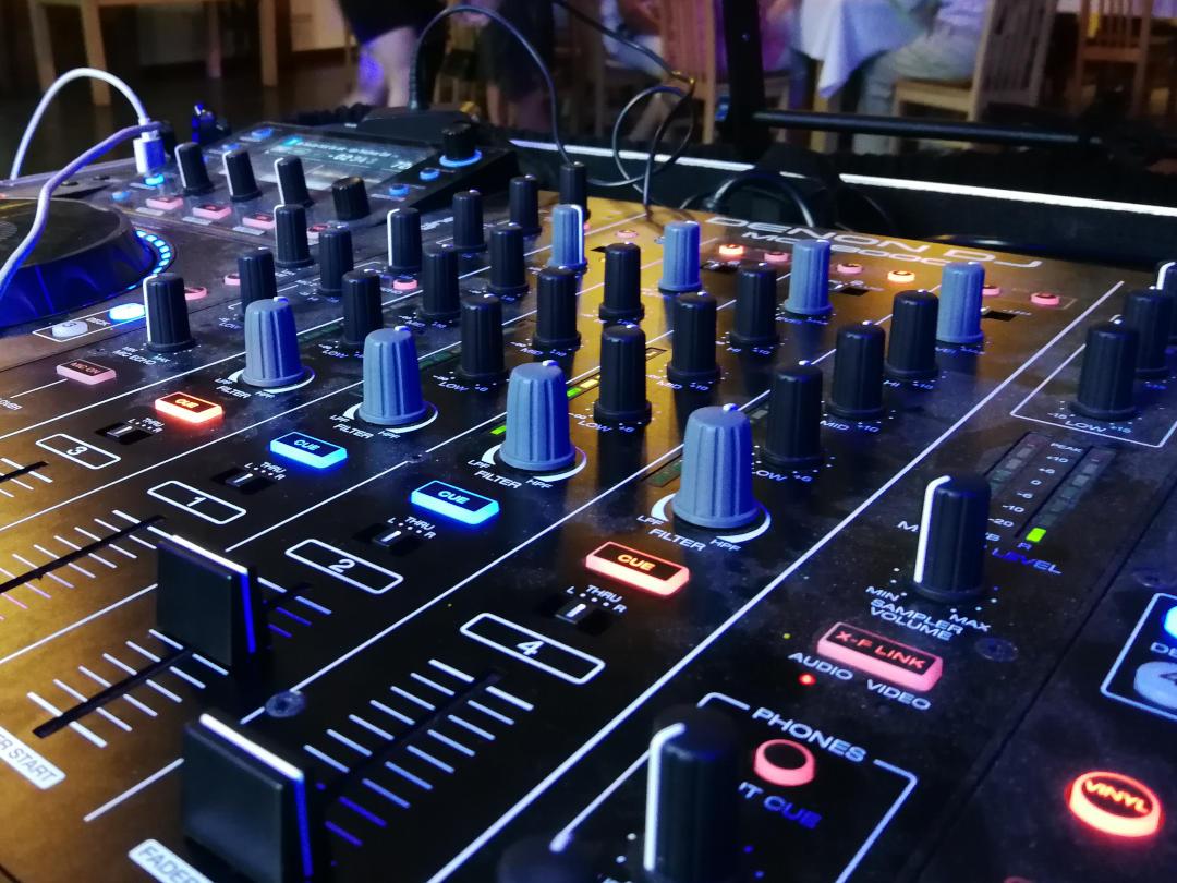 Denon MCX 8000 - DJ Mixer von deinem mobilen DJ