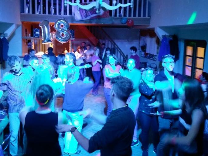 DJ HAnnes Rocks im Kulturhaus Oßmaritz - gute Stimmung trotz wenig Platz