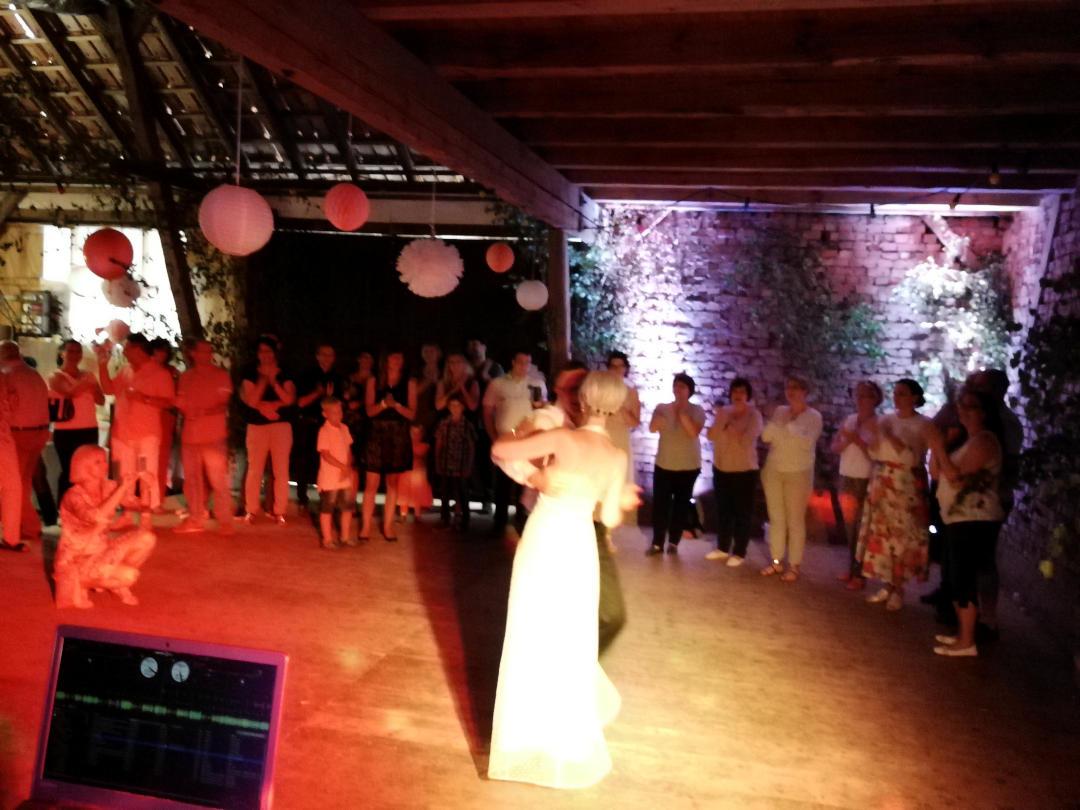 Hochzeitdj Hannes beim Hochzeitstanz in Schirnewitz